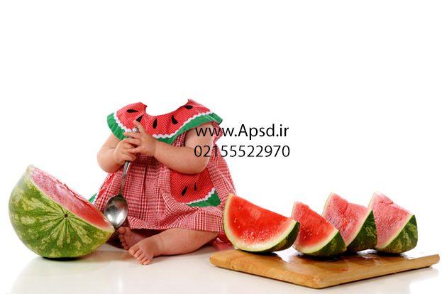 دانلود بکگراند کودک با لباس یلدا
